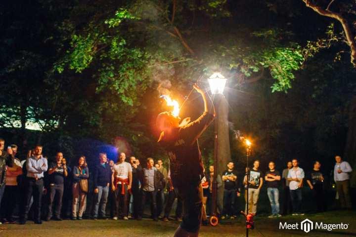 Die Feuershow in der Moritzbastei Leipzig zur Meet Magento